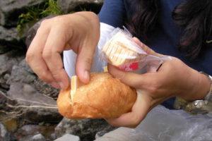 登山の行動食 パンとチーズ