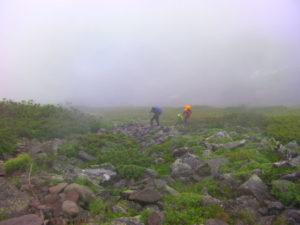 登山 雨天
