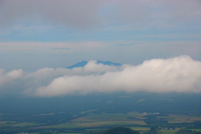 ペケレ山から見た斜里岳