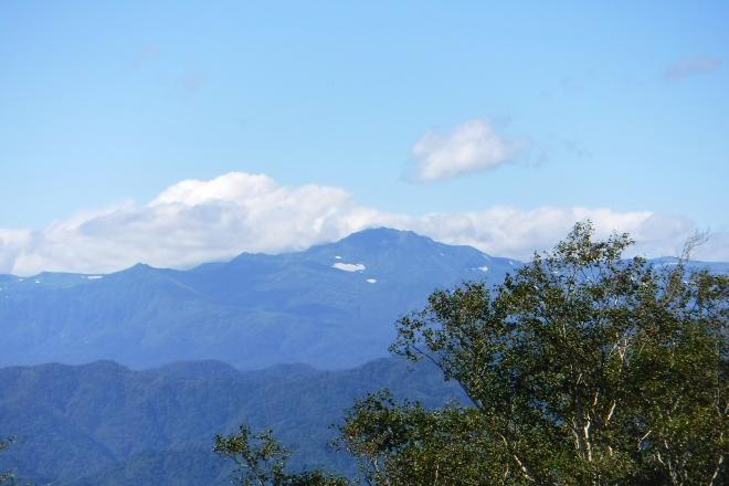 トムラウシ山と十勝岳連峰