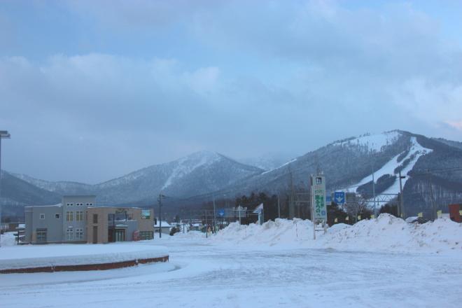 南富良野町市街から見たタケノコ山
