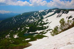 三笠新道から見た大雪高原温泉沼
