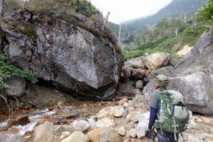 白水川巨岩